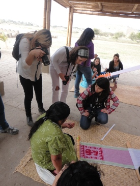 Students working with the weavers, Chotuna (1)
